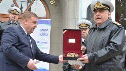 Каракачанов: Договорът за строеж на нови кораби за ВМС може да бъде сключен до август
