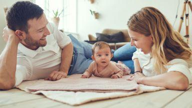 Бебетата от двуезични семейства по-бързо превключват вниманието си
