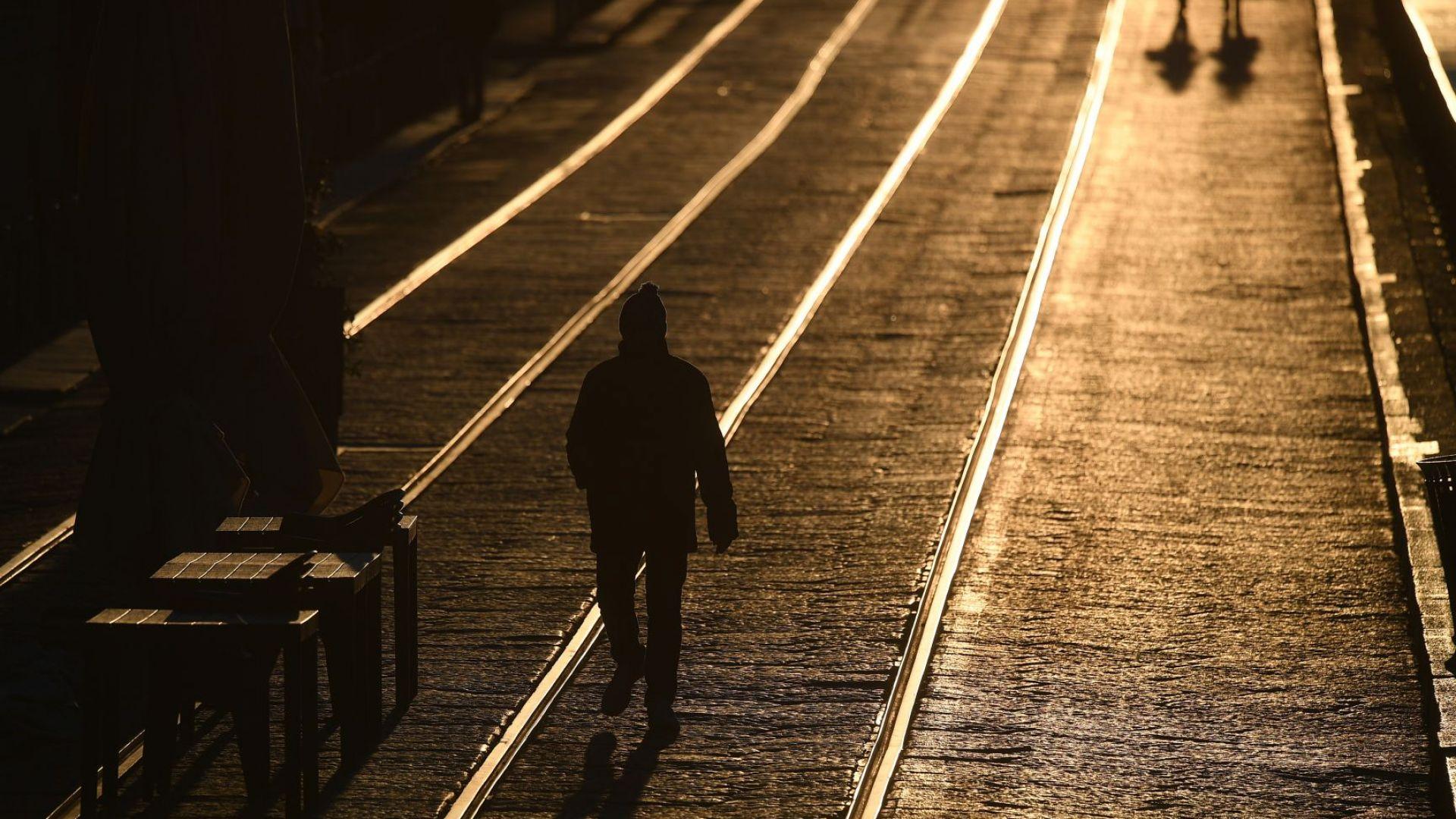 Тук сме само аз и моята сянка. Това казва учителят