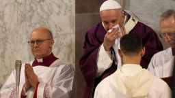 Папата е болен, отменя меса