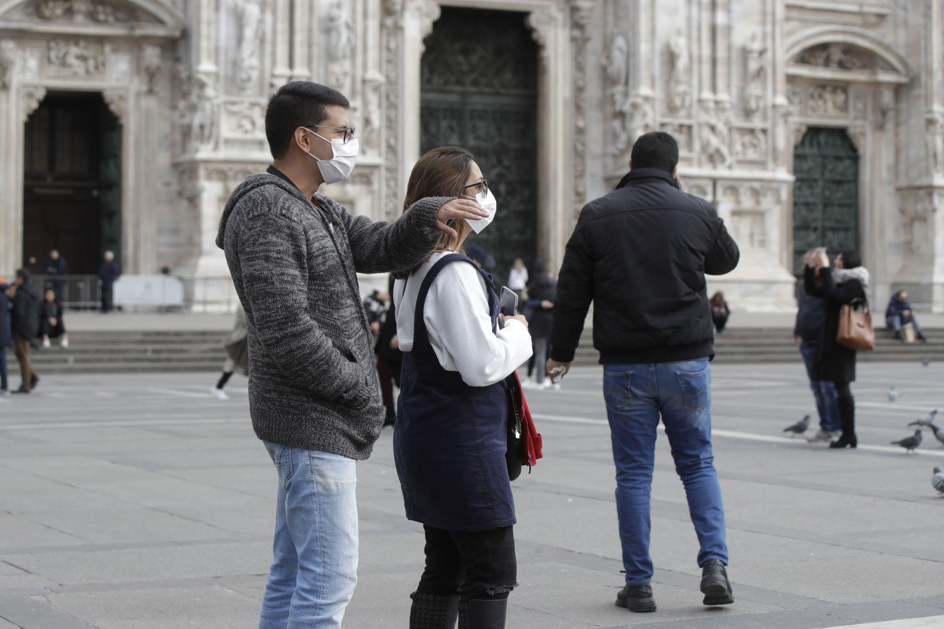 Централният площад в Милано - Пиаца дел Дуомо
