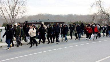Стотици мигранти вече се насочват към България: ще остане ли излъган Борисов