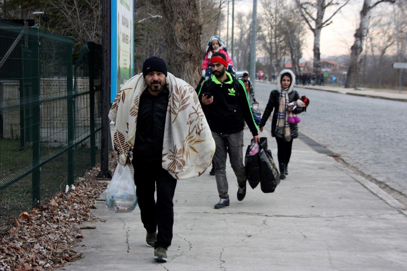 Мигранти край Одрин, недалеч от границата между Турция и Гърция, 28 февруари