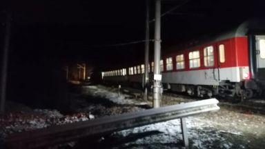 Влак блъсна кола на прелез, загина жена