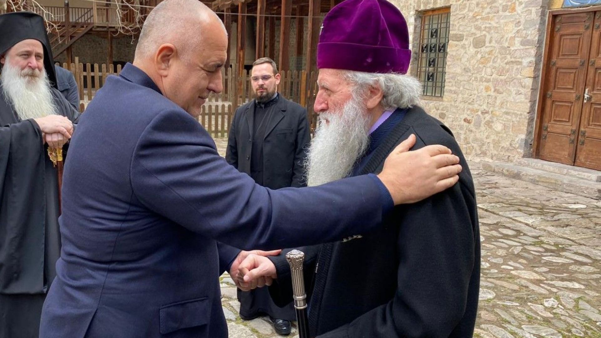 Борисов отива при патриарх Неофит, иска по-строги мерки по Великден