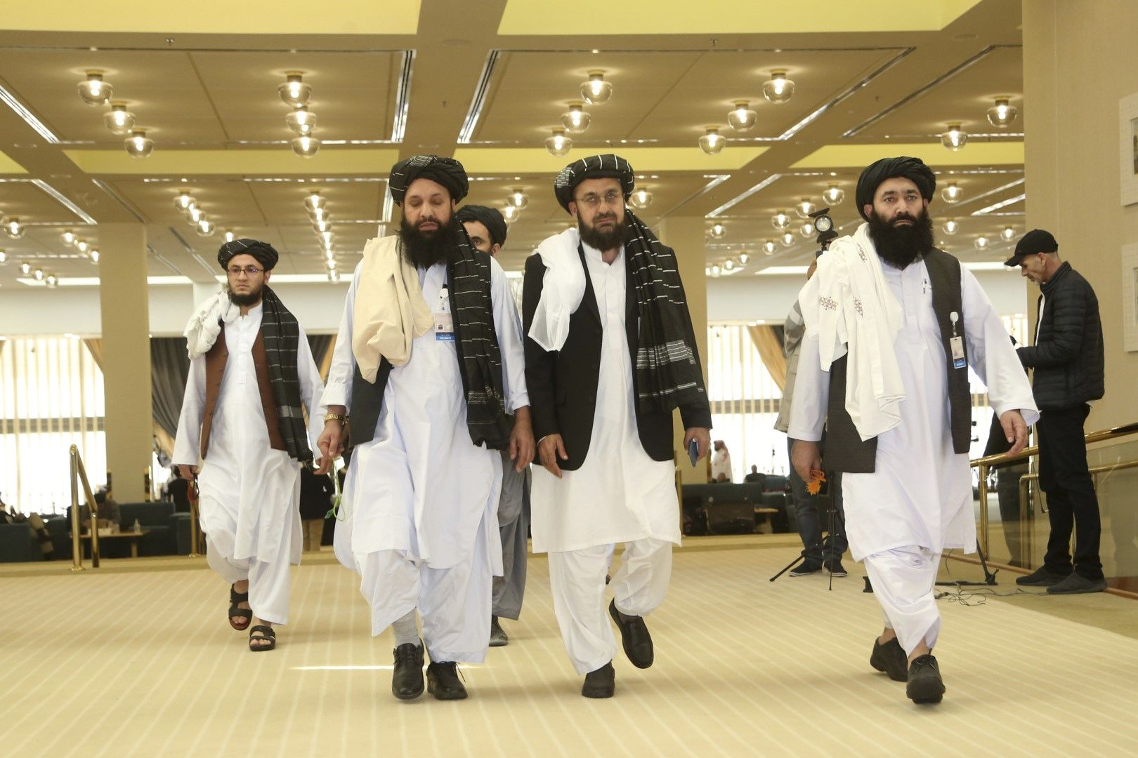 Представители на талибаните подписаха споразумението за мир със САЩ в Доха, Катар, 29 февруари