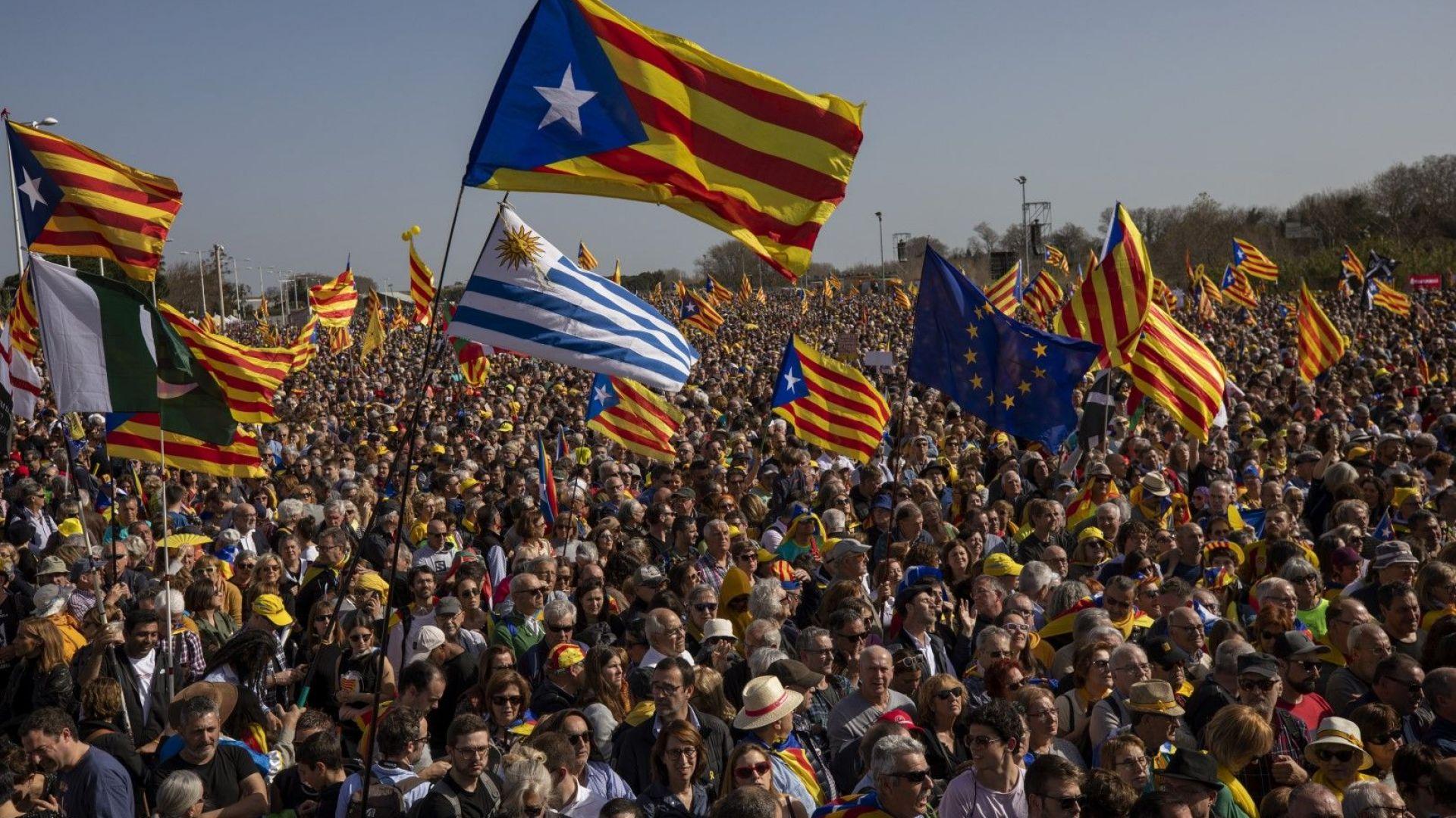 Десетки хиляди развяха в Перпинян знамената на Каталунската република