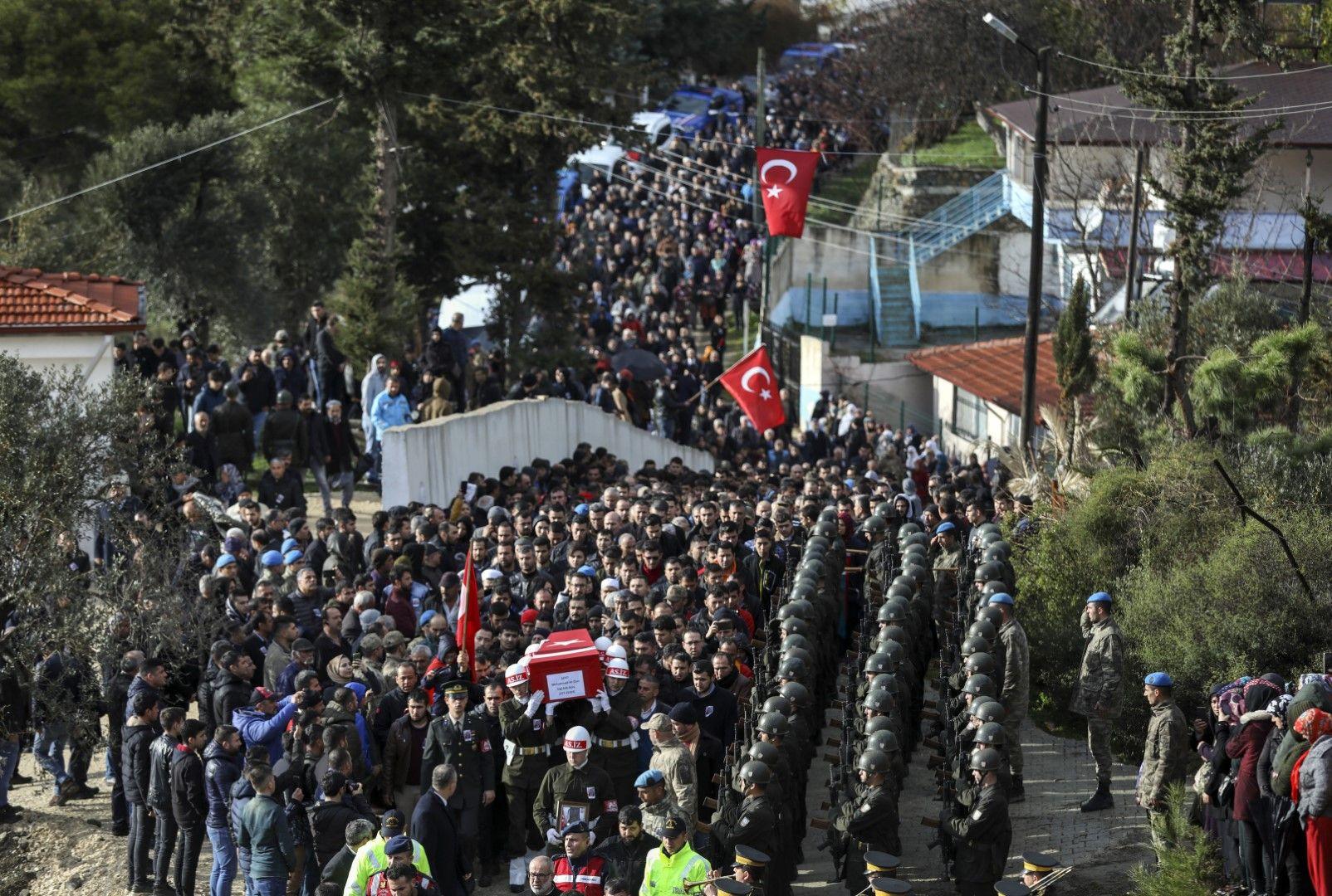 Турция погребва с почести 36-те военни загинали при сирийска атака в провинция Идлиб