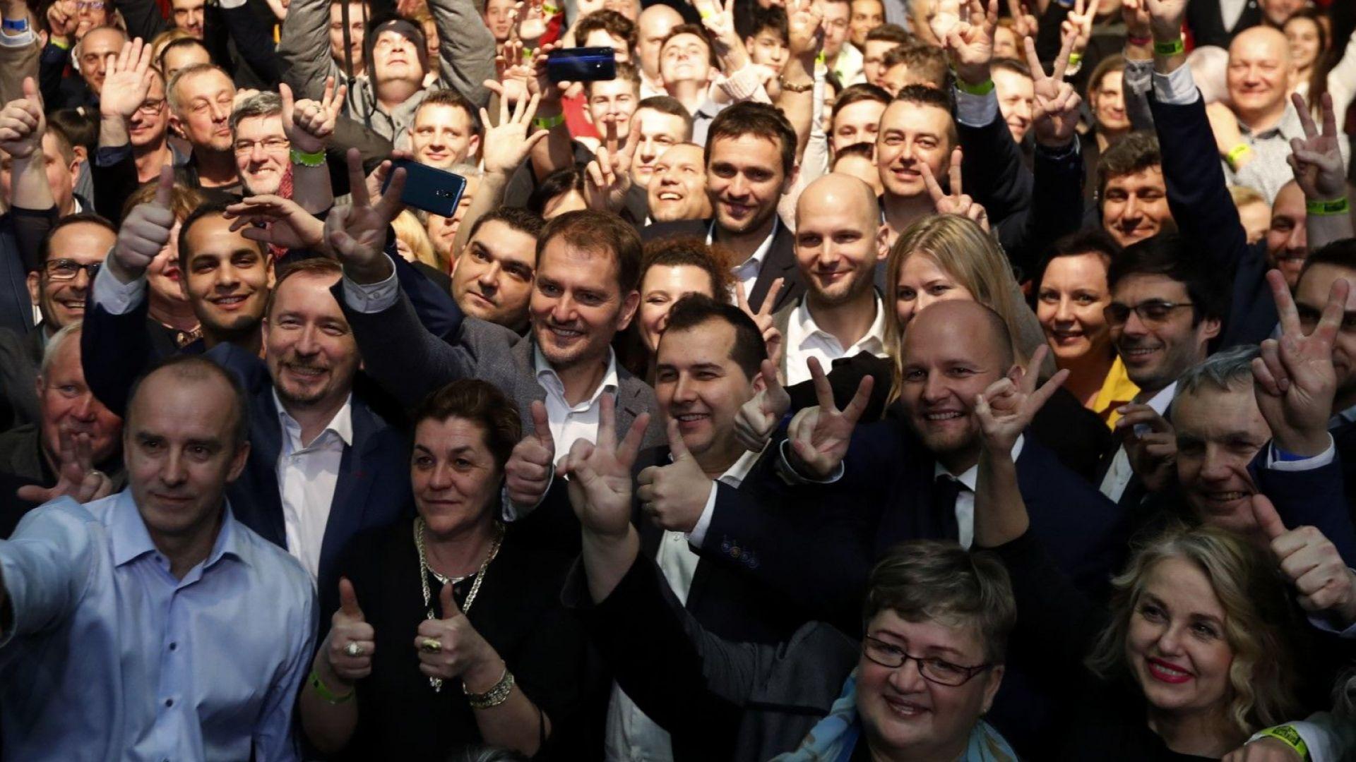 """Десните """"Обикновени хора"""" взимат властта в Словакия: ще победят ли мафията"""