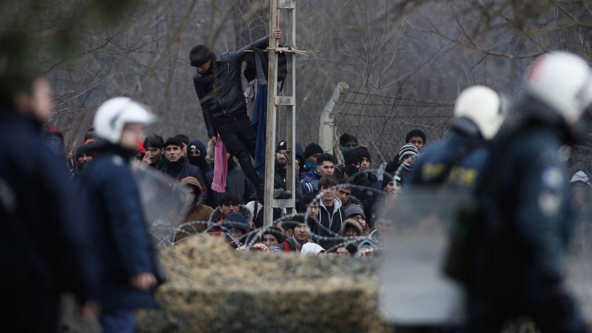 Каракачанов за границата: 300 души от Сухопътни войски, спецчасти и дронове са в готовност