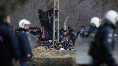 Бежанци: Български полицаи ни биха, ограбиха и върнаха в Турция