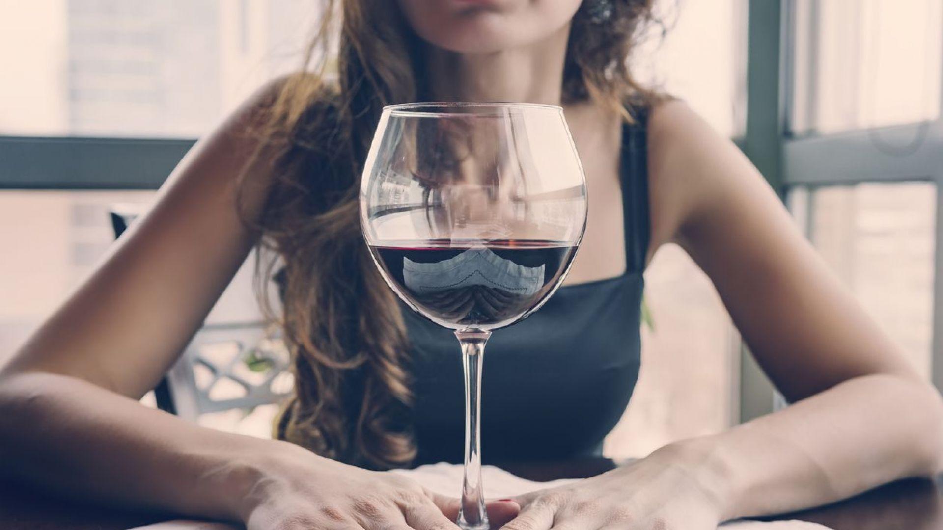 Виното в големи чаши се изпива по-бързо