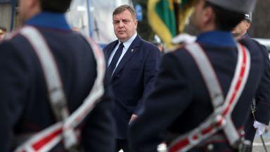 Красимир Каракачанов: Засега ситуацията не налага военно положение