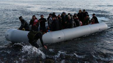 Лодка с мигранти потъна в Егейско море - дете загина, шестима се издирват