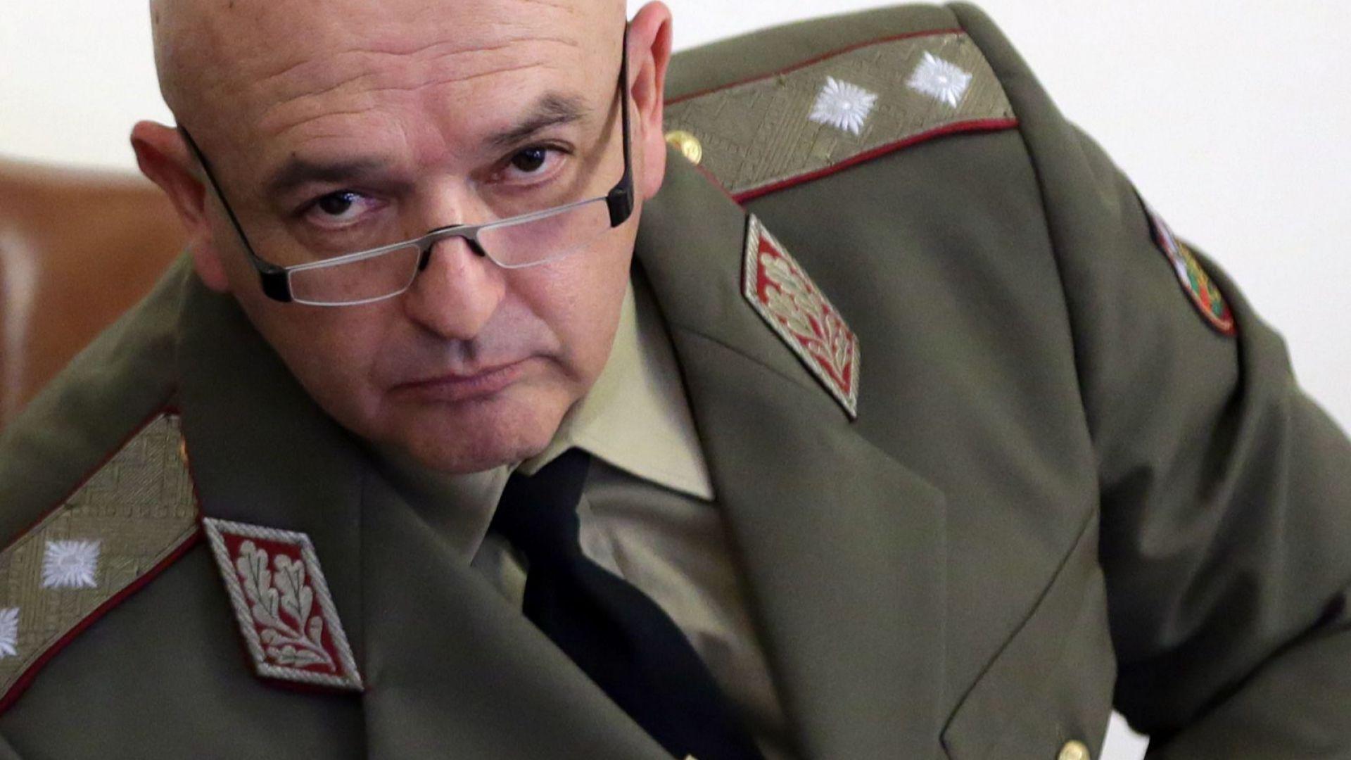 Ген. Мутафчийски настоя за най-твърдите мерки: Не е време за купон, спасете родителите си! (видео)