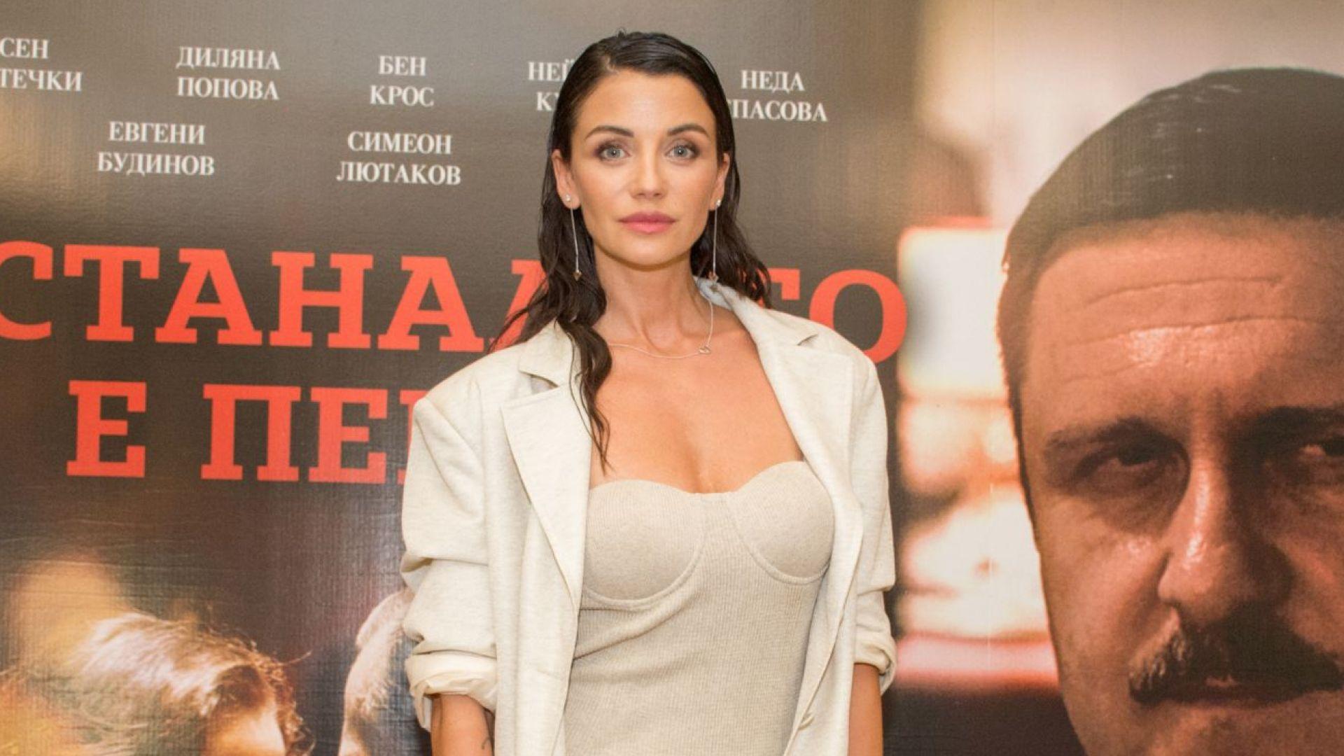"""Диляна Попова в малка секси рокля на премиерата на """"Останалото е пепел"""""""