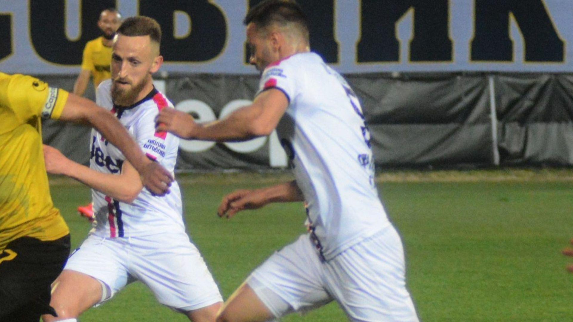 """Два отбора от Втора лига развяха """"бялото знаме"""""""