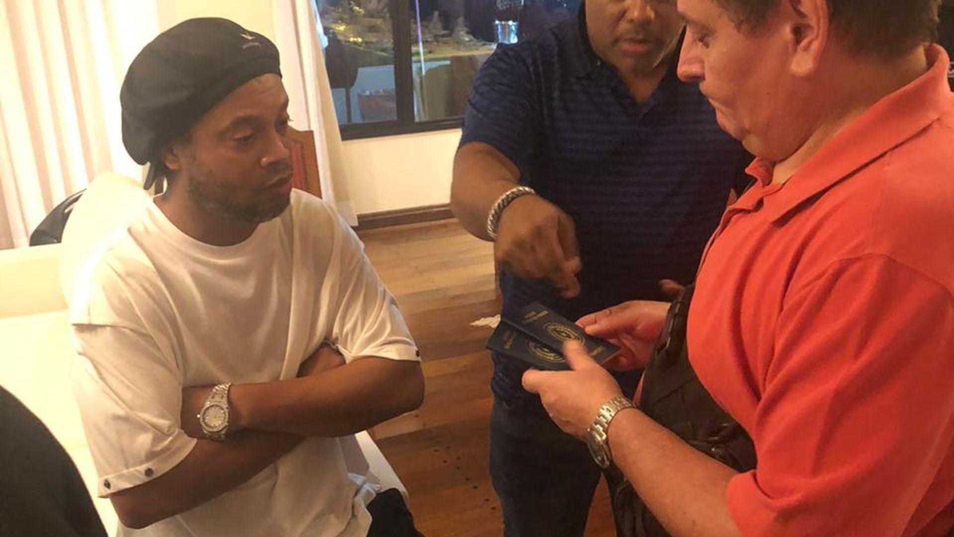 Роналдиньо се надява да се прибере у дома след 75 дни като арестант