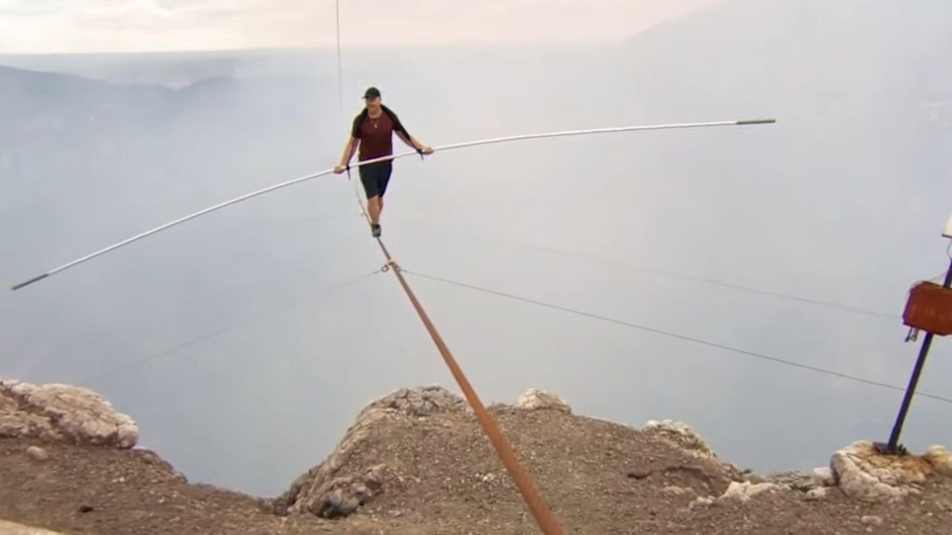 Американски акробат стана първият човек, преминал по въже над активен вулкан