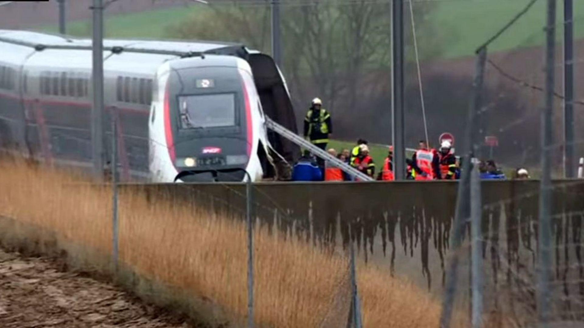 Десетки ранени при дерайлиране на високоскоростен влак във Франция (видео)