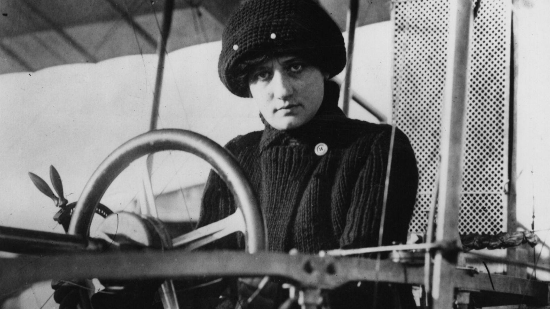 Как първата жена, получила лиценз за пилот, загива в самолетна катастрофа (снимки)