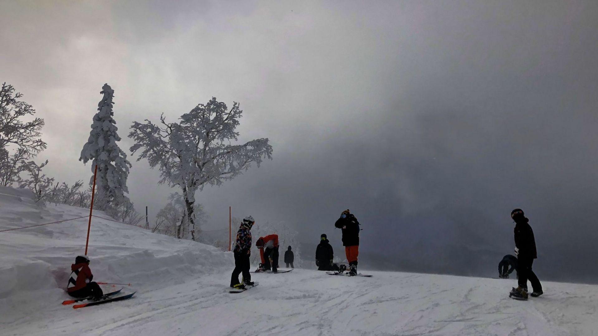 Зимна буря предизвика нарушения в транспорта в Северна Япония