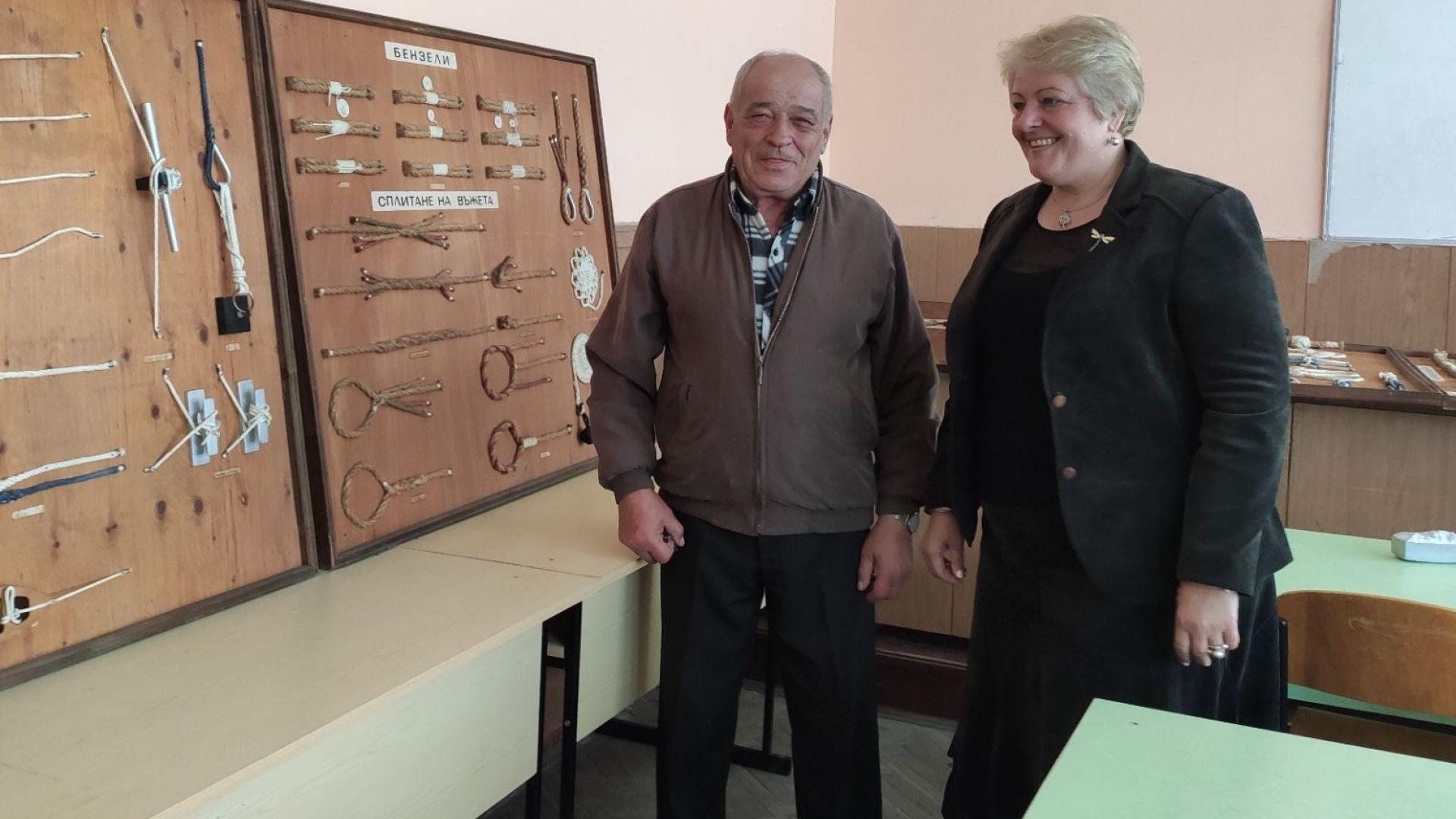 Известен тралмайстор ще учи бъдещи моряци как да правят възли