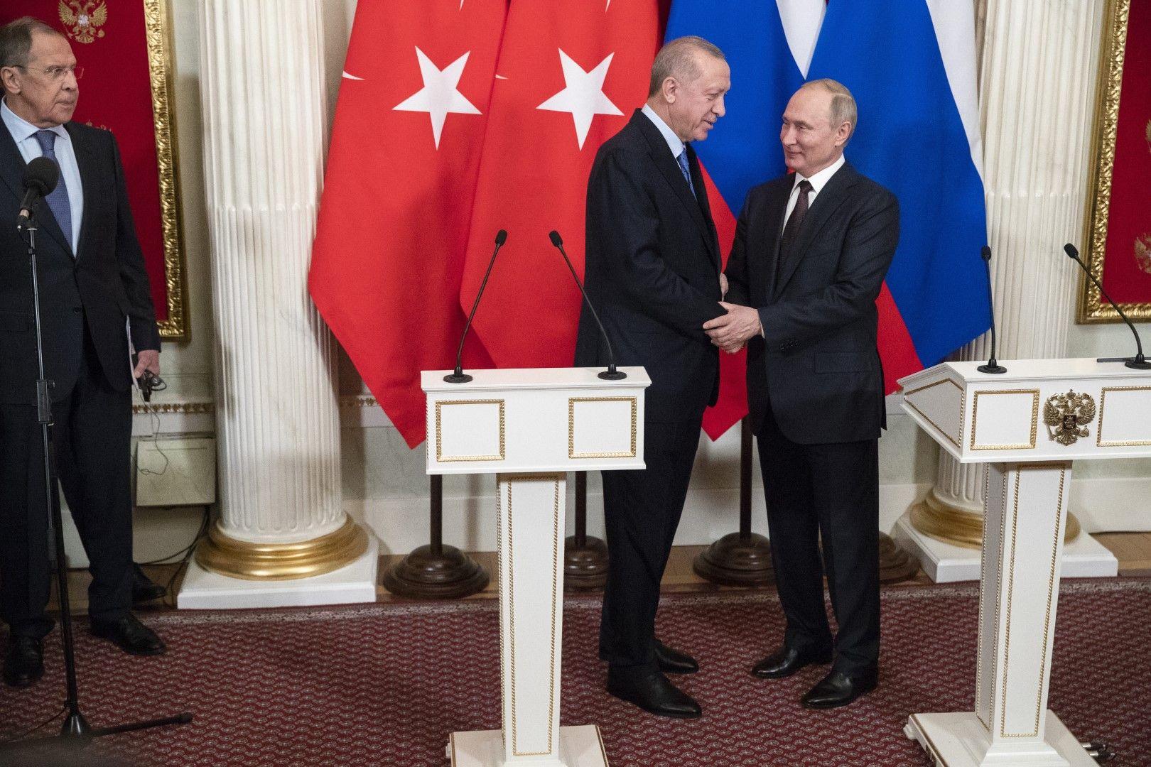 Владимир Путин и Реджеп Тайип Ердоган загърбиха поне привидно разногласията