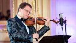 """""""Годишните времена"""" на Вивалди и Пиацола с Веско Ешкенази и Плевенската филхармония на Царевец"""