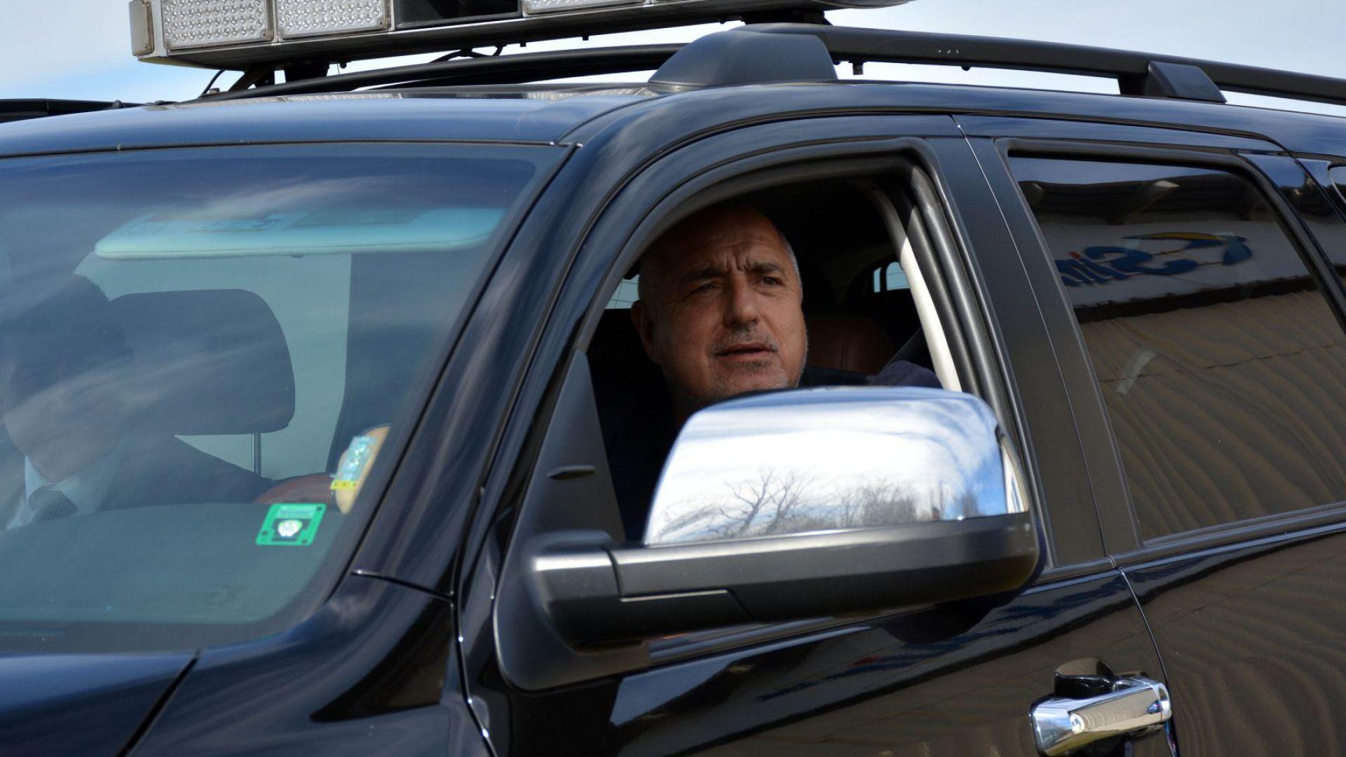 """Премиерът инспектира напредъка по строителството на """"Хемус"""" (снимки/видео)"""