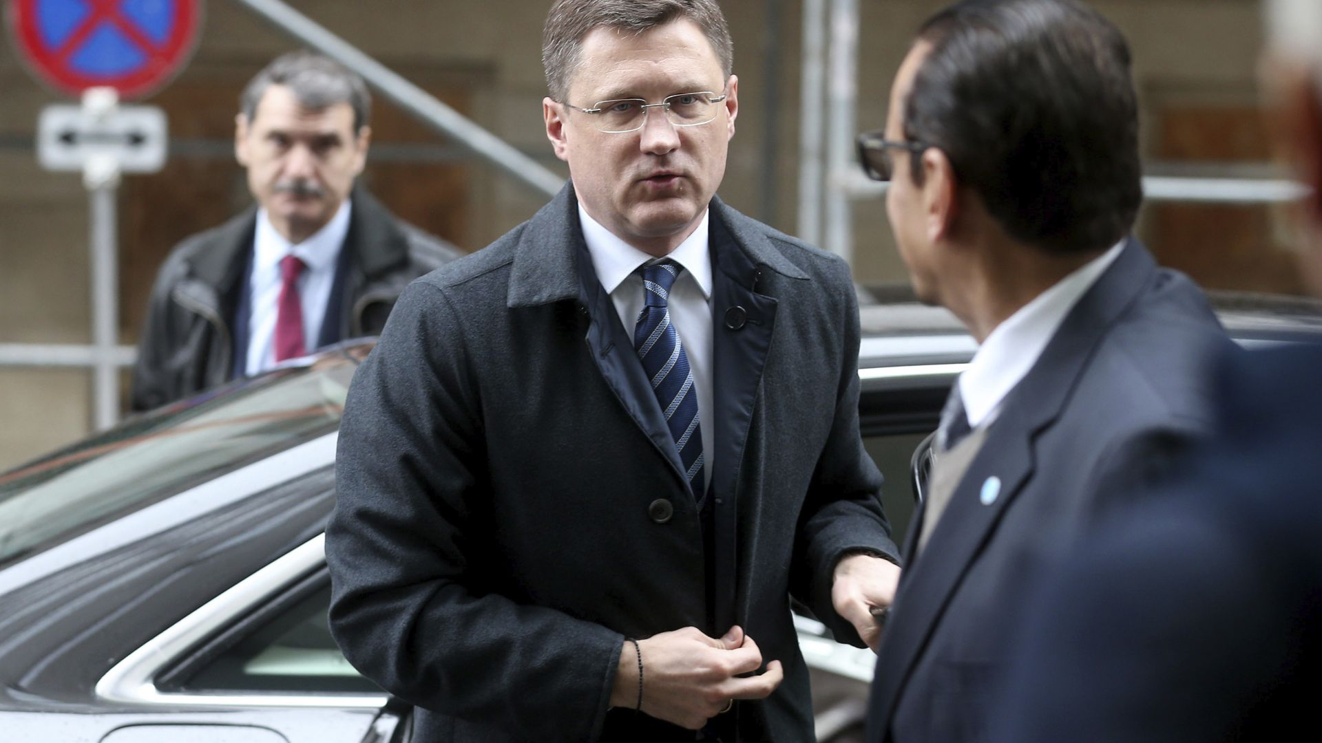 Русия отхвърля засега предложението на ОПЕК за допълнително намаляване на петролния добив