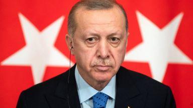 Трети ден нападки към Макрон от Ердоган. Как светът реагира?