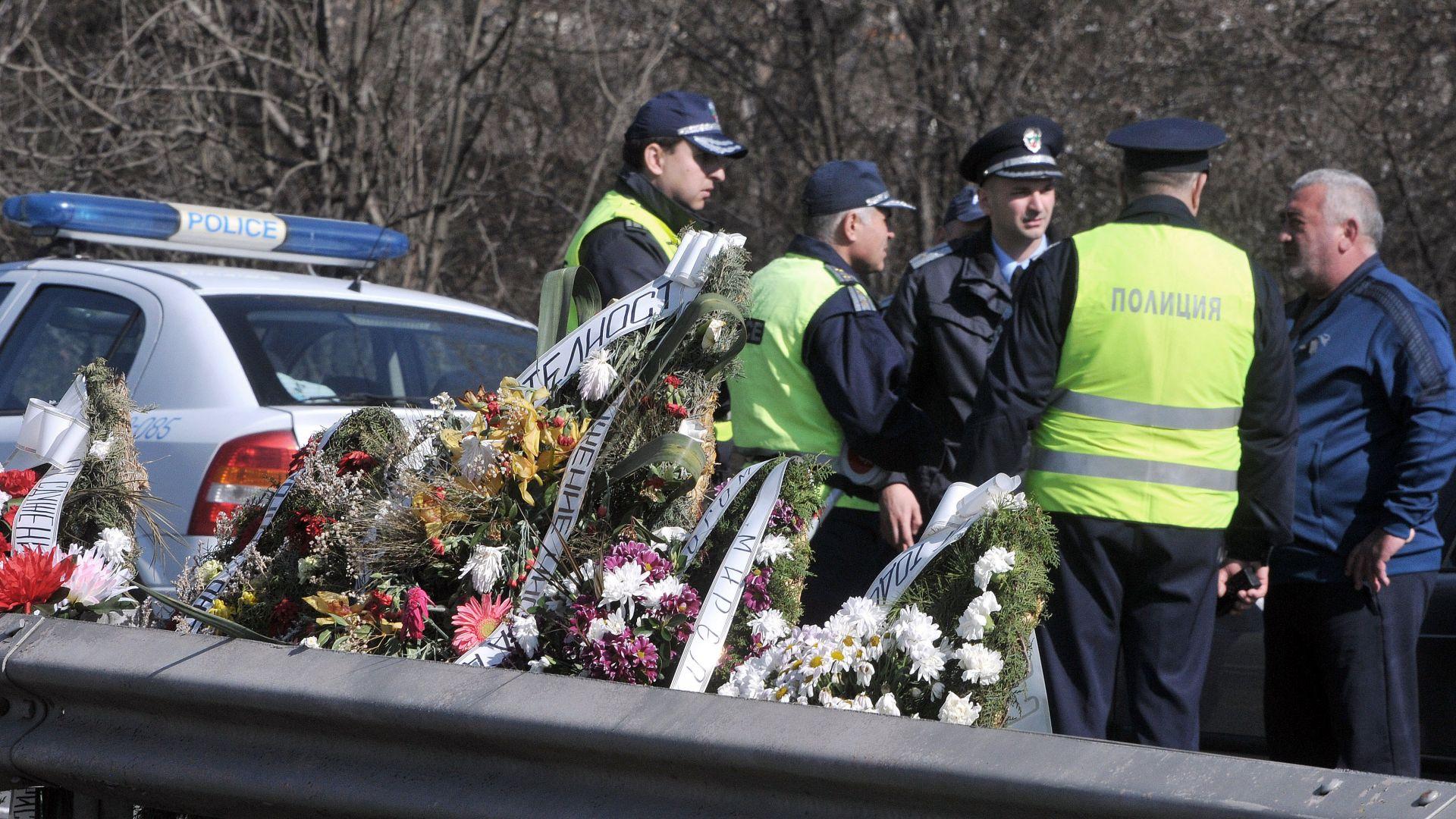 Протестиращи блокираха пътя Бургас-Созопол заради катастрофа с две жертви (снимки)