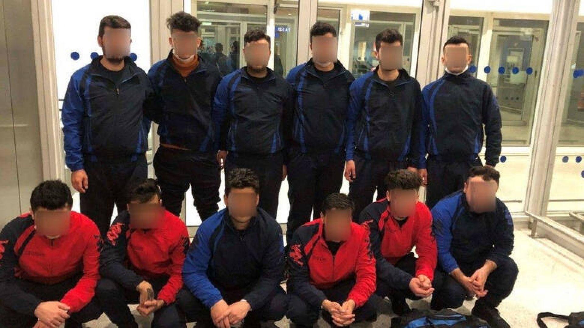 """""""Български"""" хандбален отбор с фалшиви паспорти бе арестуван в Атина"""