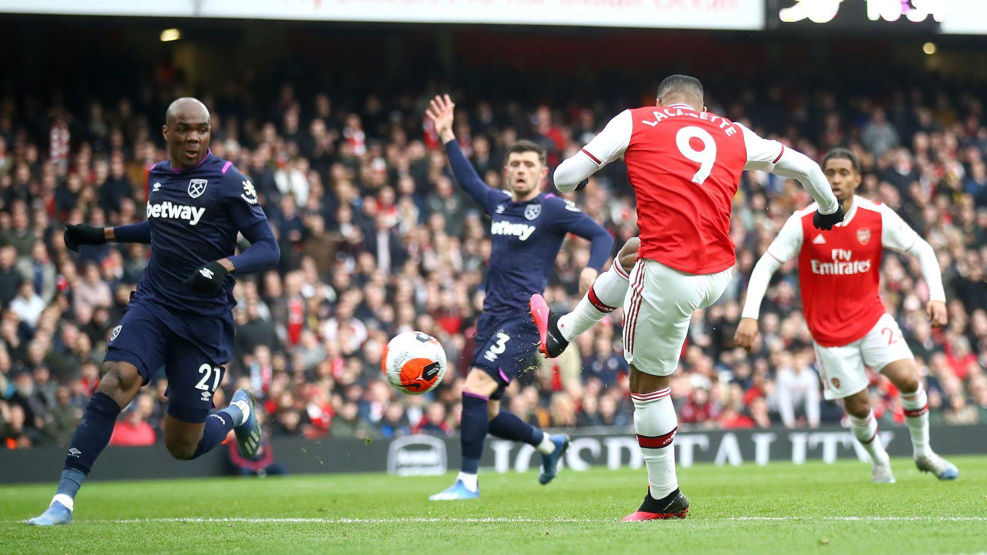 Лаказет бележи, Лено спасява, а Арсенал побеждава