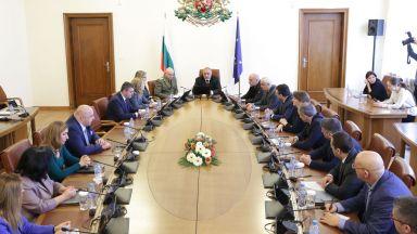 Кабинетът одобри 30% увеличение на заплатите на държавния апарат