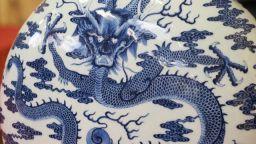 Над 4 милиона евро за китайска порцеланова бутилка от 18-и век