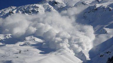 Лавини във Френските Алпи отнеха живота на 7 души