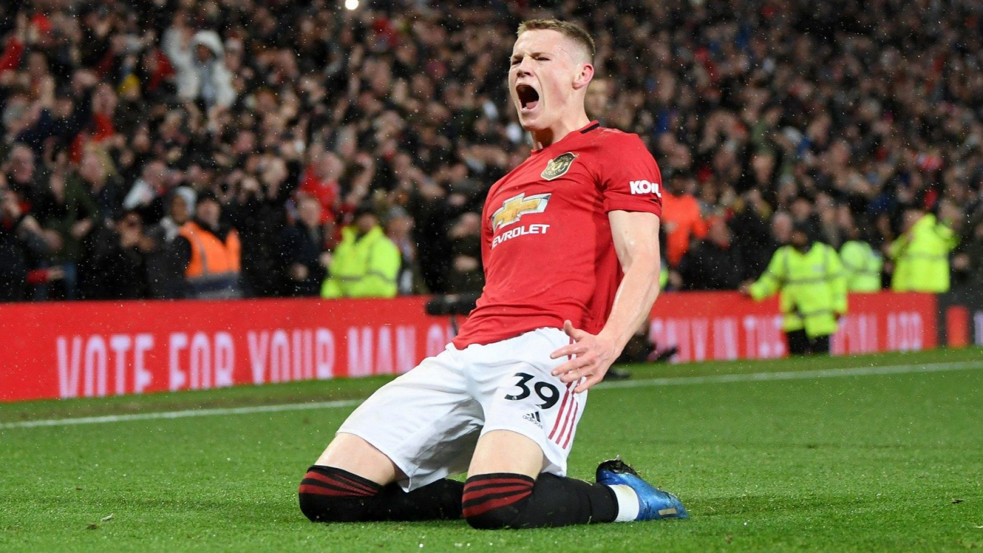Манчестър почервеня - перфектен Юнайтед удари Сити за трети път през сезона