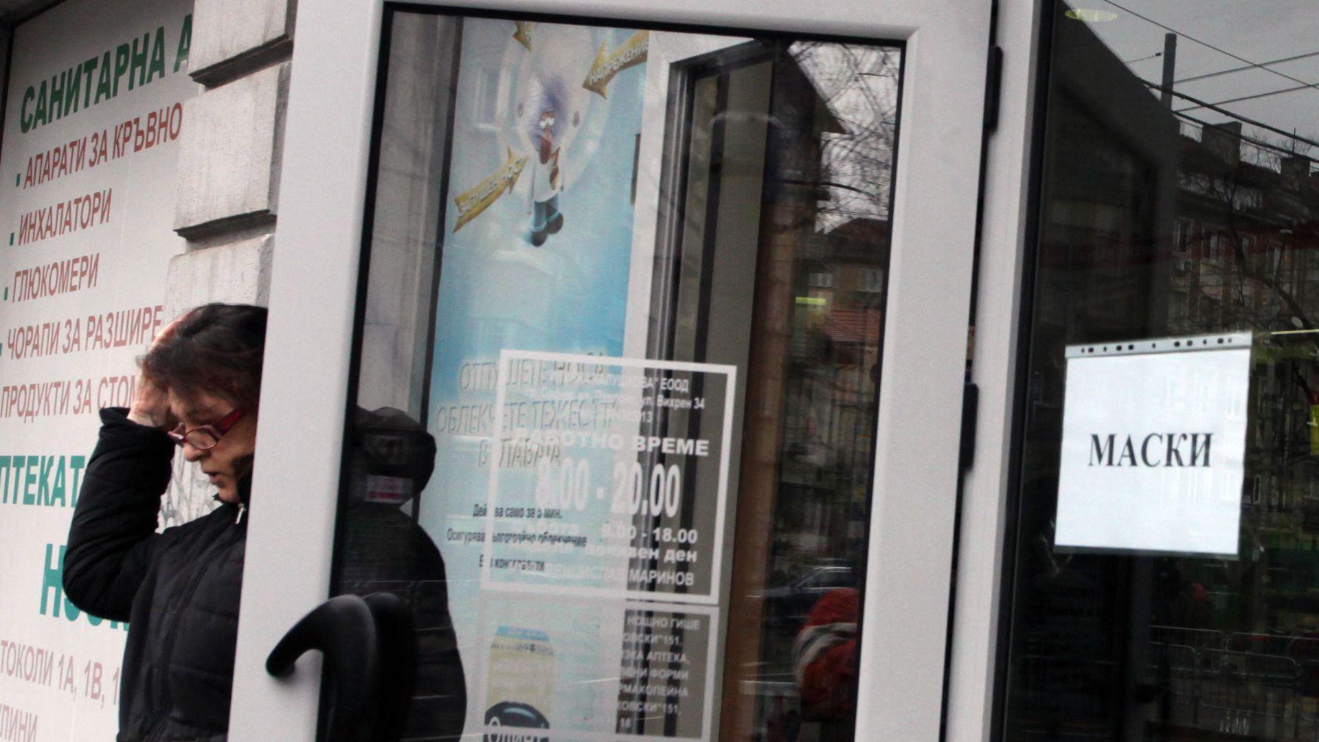 Нова истерия в аптеките: Масово се купуват лекарства за краста и малария
