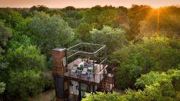 Четиристепенна дървена къща под звездите на Африка