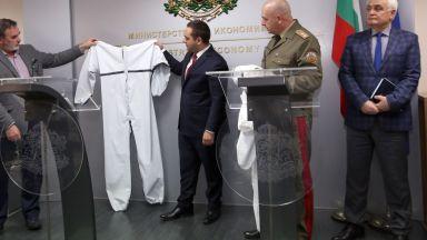 Български фирми започват производство на защитни облекла за лекари (снимки)