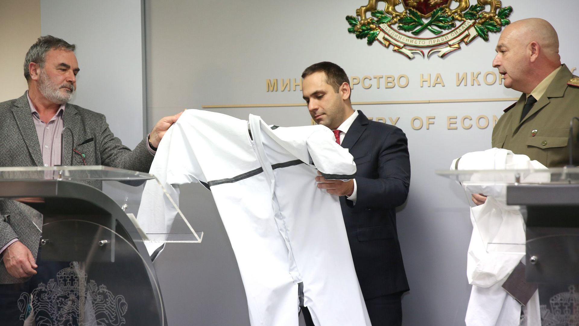 Български фирми започват производство на плат и защитни облека за медицинските екипи