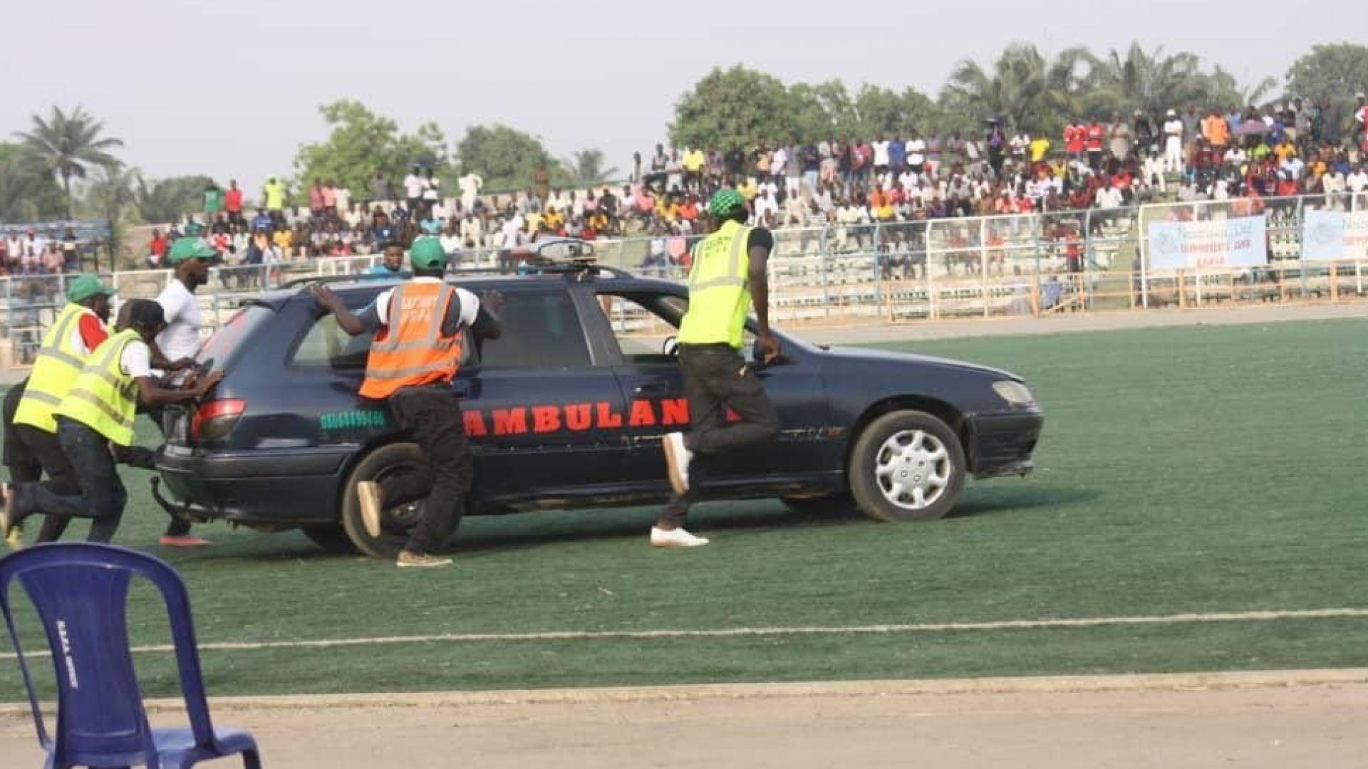 Трагедия в Нигерия: футболист припадна по време на мач и почина