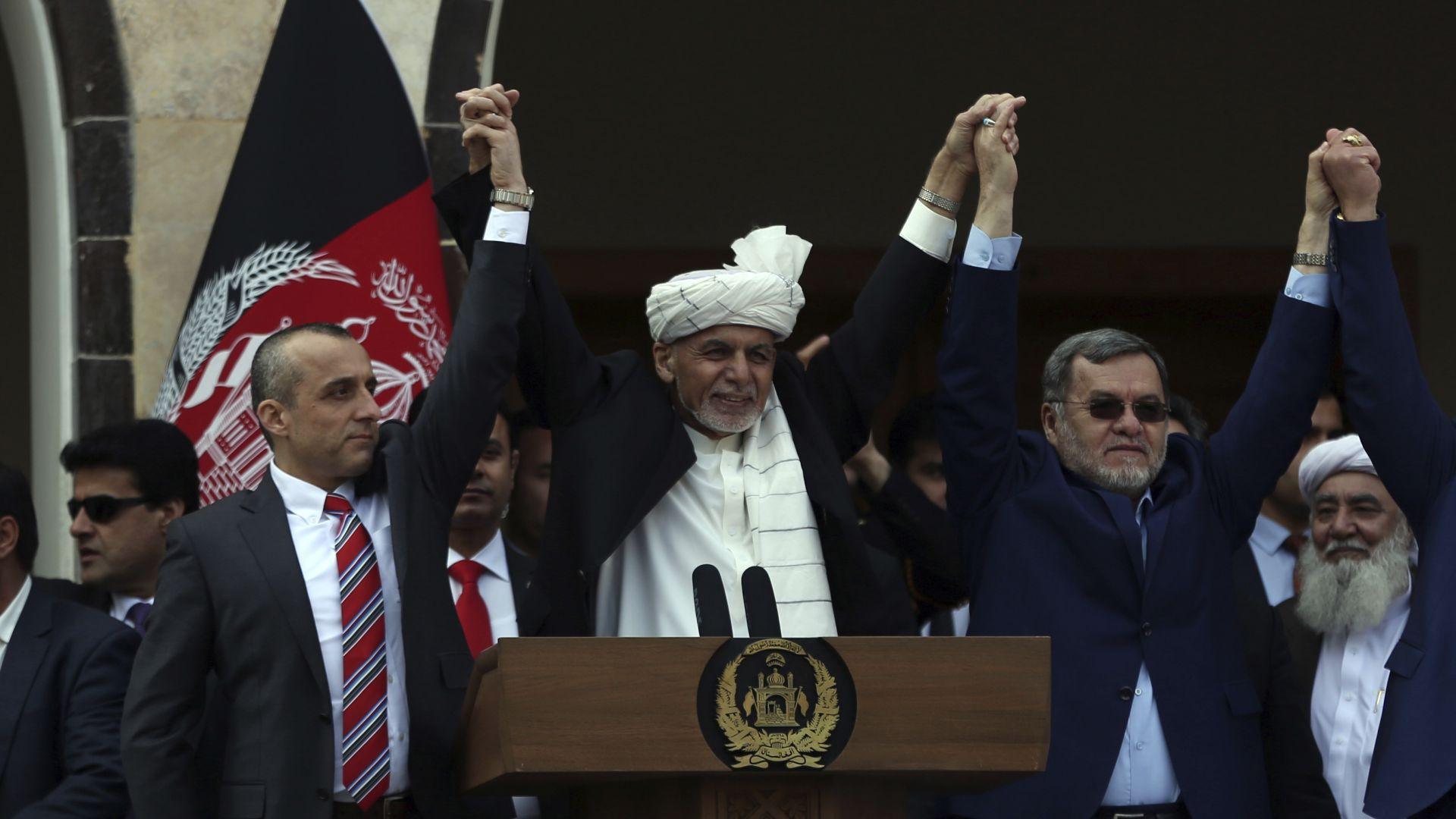 Ашраф Гани положи клетва като президент на Афганистан, основният му конкурент - също