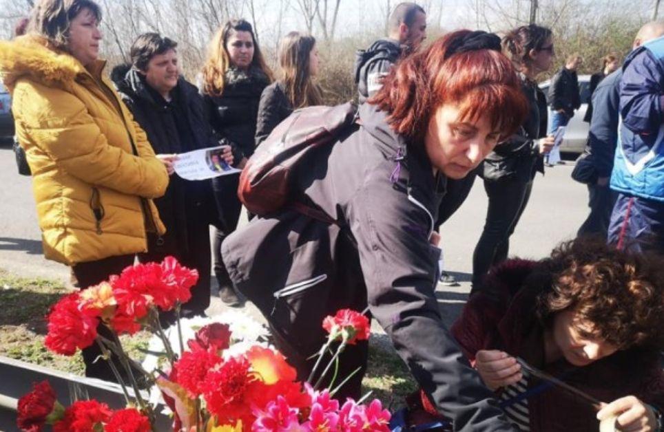 Близки на загиналите се събраха на мястото на фаталната катастрофа