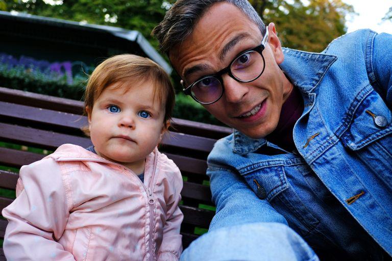 Томи с дъщеря си Мила