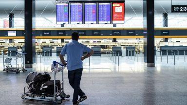 Летищата и авиокомпаниите понасят безпрецедентен шок заради епидемията