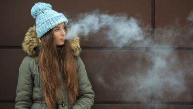 Тийнейджърите, пушещи електронни цигари, е по-вероятно да преминат на истински