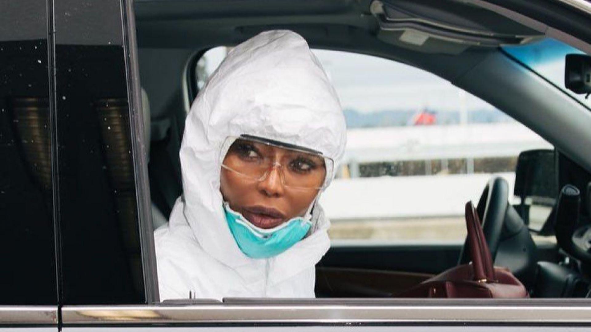 Наоми Кембъл неузнаваема в защитен костюм срещу коронавируса